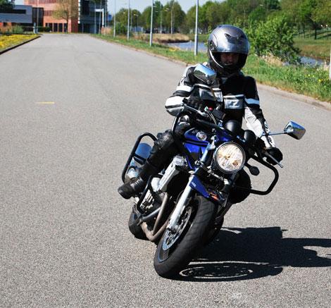 Motorrijles bij rijschool Voorrang in Sappemeer