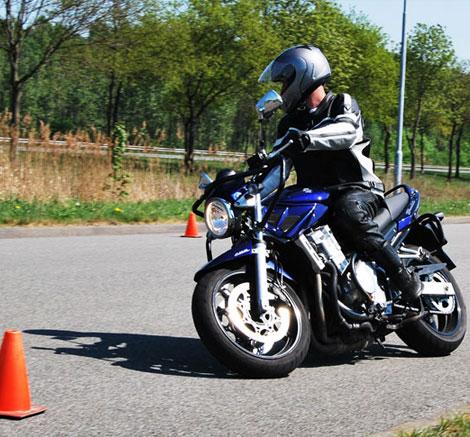 Gratis proefles motorrijles. Uit de hele provincie Groningen komen cursisten om bij ons te lessen.